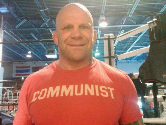 Compromisso com o anarco-comunismo e com a arte suave.
